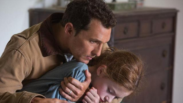 Matthew McConaughey and McKenzie Foy in Interstellar