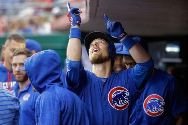ben-zobrist-points-to-the-sky